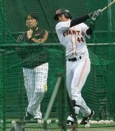 昨季まで背番号「55」だった大田(右)に松井も熱視線を送っていた