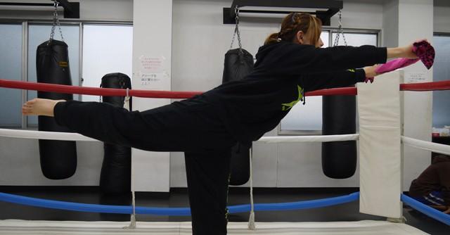 (写真3)足を直角に伸ばして平行バランス