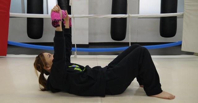 (写真4)腹筋を鍛えるならこの体操