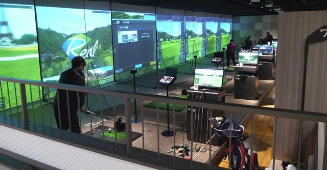 ゴルフコーナーは最新シミュレーターを設置しており、本格志向が強い