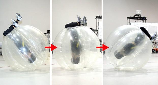 バブルの扱いに慣れてきたら、一人で前転もできちゃったりする