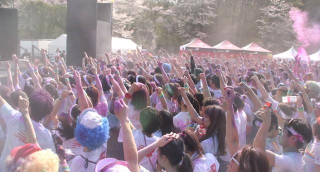 ゴール後もまだまだ楽しみが! DJが登場し、フェスのようなお祭り感覚が味わえる