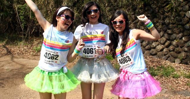 カラフルなスカートで出走した3人