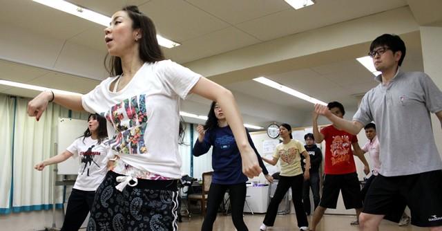 進撃の巨人なりきりエクササイズ 聖地でアニソンダンス教室