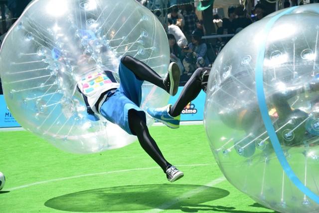 話題沸騰のバブルサッカーがロックフェスに登場
