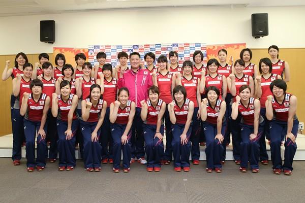 新たに始動した2014年度の全日本女子メンバー。キャプテンの木村沙織を中心に世界選手権でメダル獲得を目指す