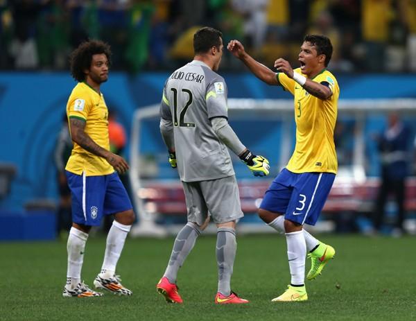 今大会屈指のDF陣を誇るブラジル。センターバックのチアゴ・シウバ(右)、GKのジュリオ・セーザル(中央)らがチームを支える
