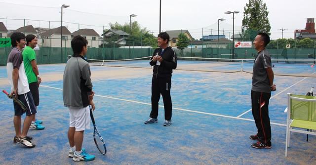 「思ったよりも堅苦しくなくて良かった」と参加者の一木亮祐さん(左端)。大森プロ(右から2人目)の軽快なトークでリラックス