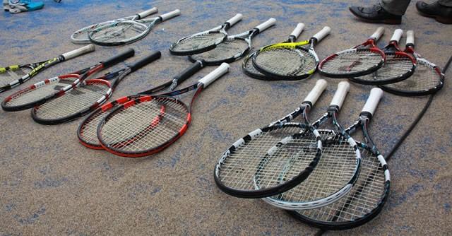 会場には、重さ、大きさなどが違う17〜18本のラケットが用意されている【スポーツナビDo】
