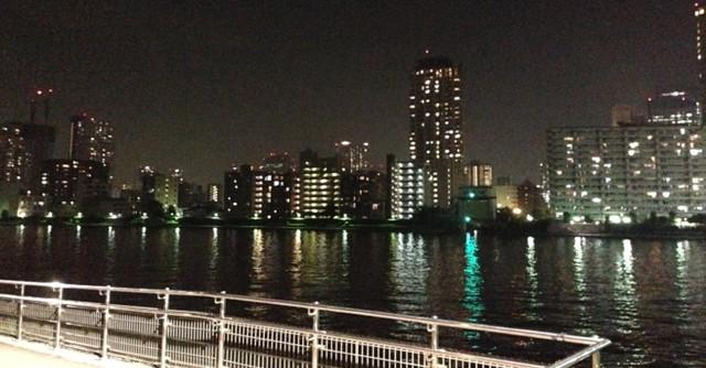水面に映る夜景も奇麗
