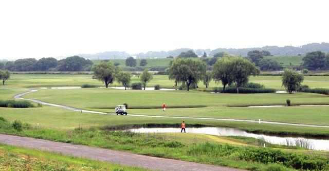ゴルフの面でも河川敷とは思えない変化に富んだコースに生まれ変わった