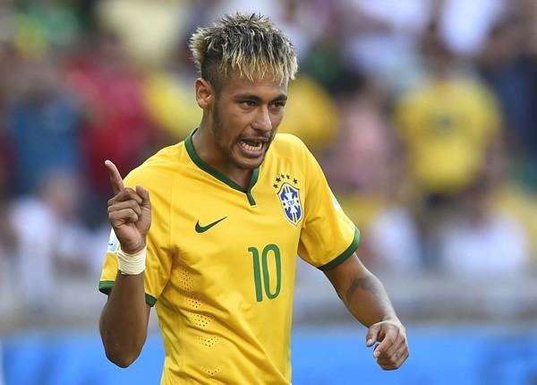 準々決勝のブラジル対コロンビア戦で注目される「22歳の10番」対決。ネイマールは期待に応えることができるか