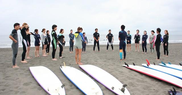 オッシュマンズのサーフィンスクールは普段から女性参加者の方が多い