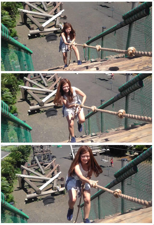 ヨイショ、ヨイショ、ヨイショ! ロープをつかんで、リズム良く丸太の坂を登る直子ちゃん