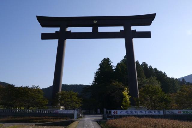 明治22年の大水害が起こるまで熊野本宮大社があった「大斎原(おおゆのはら)」。現在は社殿などはないが、それが逆に想像力をかき立てる。心が洗われる、神秘的な空間