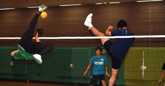 「空中の格闘技」セパタクローに挑戦 アジア大会オススメ競技をDoしてみた(1)