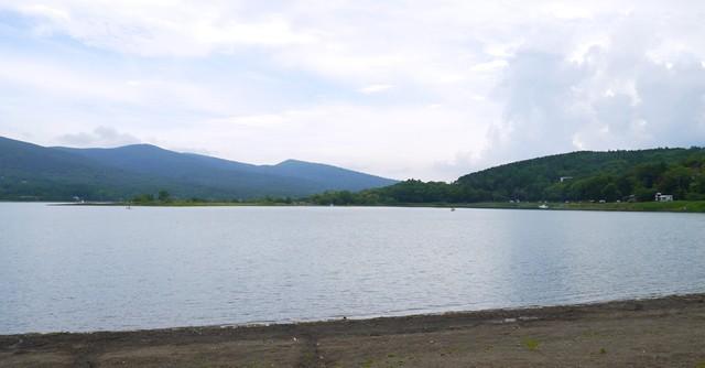 湖の景色を眺めているだけで気持ちいい!