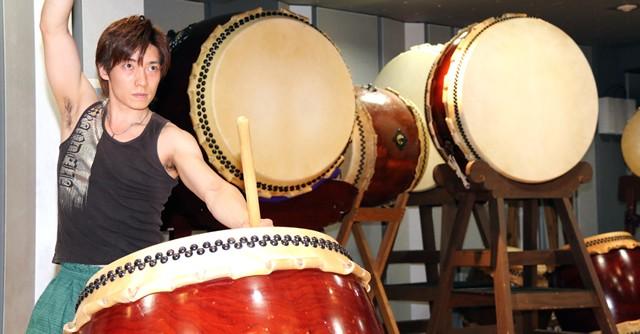 和太鼓ユニット『無限−MUGEN−』の花原京正さんが特別に演奏を披露してくれた
