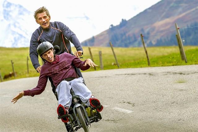 障害持つ息子が父とトライアスロンに挑む 『グレート デイズ! −夢に挑んだ父と子−』