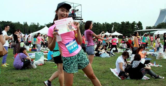 ゲストランナーの三原勇希さんも10キロを完走。記録証を手にハイポーズ!