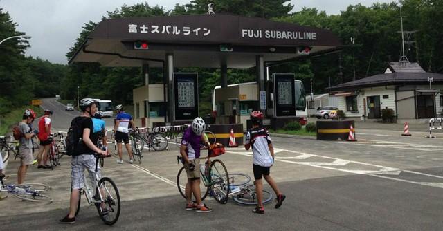 富士スバルラインの入り口。この後、悲劇が待っていた