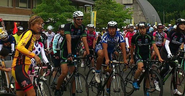 「京都美山 サイクルグリーンツアー」にも参加(前列左から2番目)