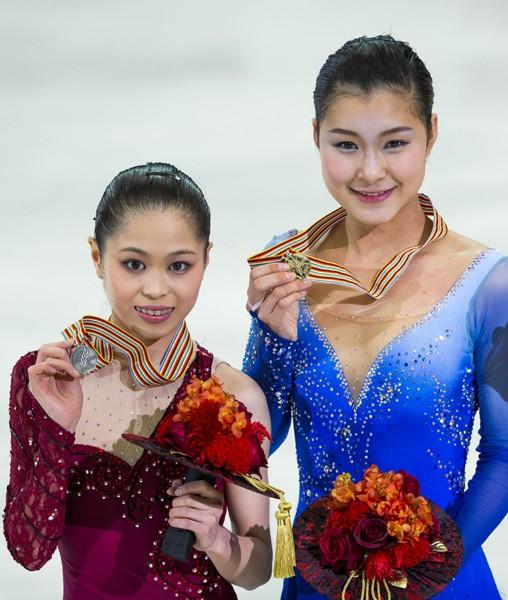 村上佳菜子(右)、宮原知子はグランプリシリーズの表彰台候補(写真は14年四大陸選手権)