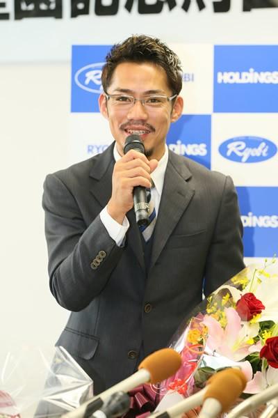 生まれ故郷の岡山県で引退会見を行った高橋