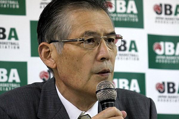 辞任を発表したJBAの深津会長。会見では「責任を全うできなかった」と理由を説明した