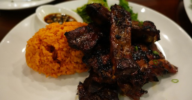 スペアリブのBBQとチャモロ料理の定番レッドライス