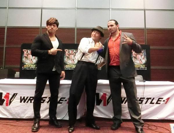世界のスーパースター、ハーディーとTAJIRIは真田(左)に眼中なし