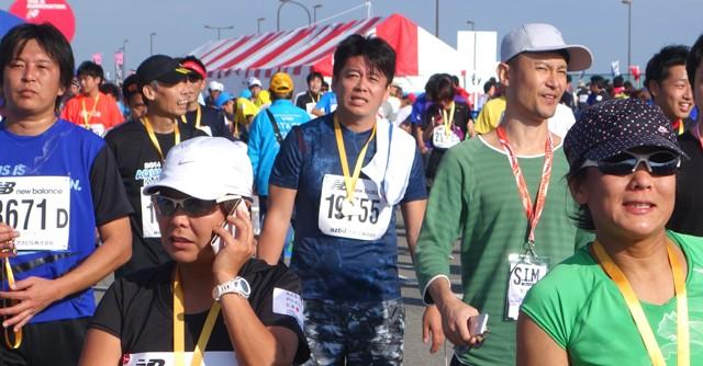 ニコ動の企画でフルマラソンの部に出走した堀江貴文さん(写真中央)も見事完走