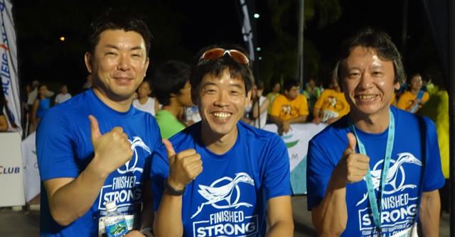 駅伝の第一走者を応援する(左から)藤井さん、牧野さん、南井さん