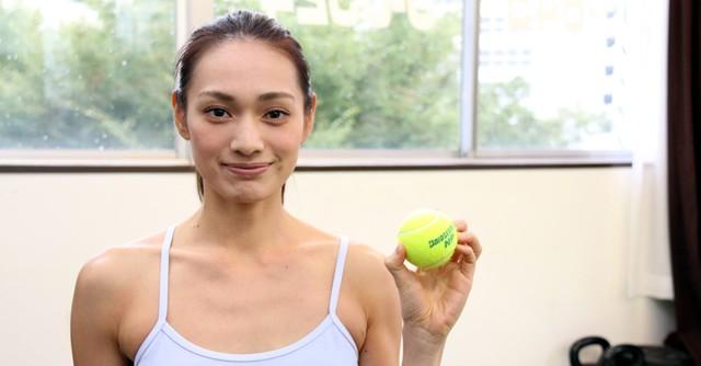 足ツボ刺激で脇腹も引き締めよう! テニスボール・エクササイズ(1)