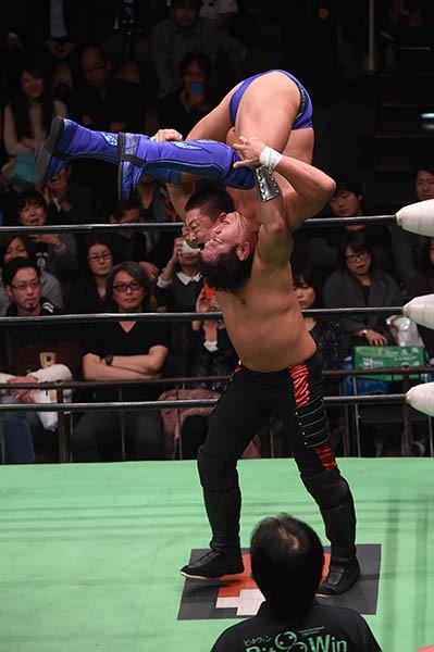 決勝進出を狙った新日本プロレス・永田だが、ヨネのキン肉バスターの前にV2の夢を絶たれた
