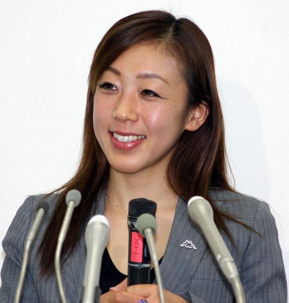 村主章枝が現役引退を発表。記者会見では終始穏やかな笑顔を見せていた