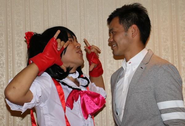 日菜太との対戦が決まった長島☆自演乙は『ラブライブ!』矢澤にこのコスプレで「にっこにっこにー!」