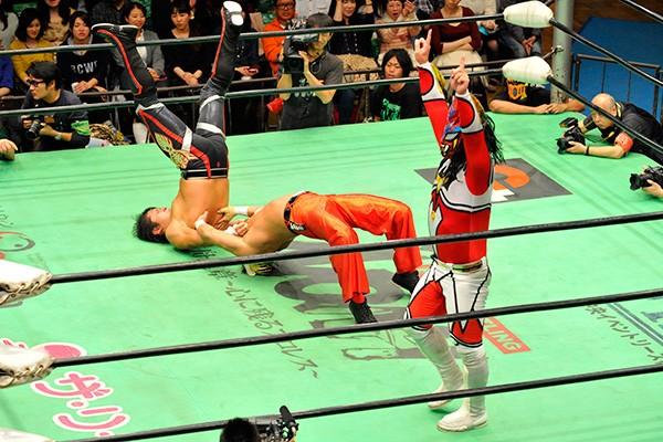 GHCジュニアタッグ前哨戦では再試合を制した新日本コンビが2連勝