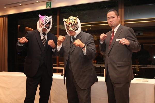 大仁田率いる邪道軍団との舌戦は加熱する一方だが、初代タイガー(写真中央)はすでに臨戦態勢に入っている