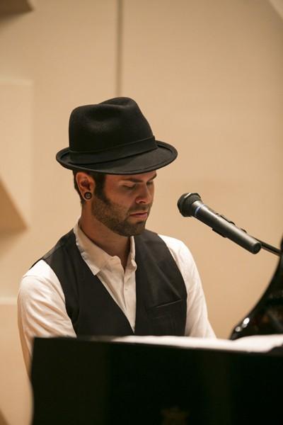 ミュージシャンであり、ヨガ講師でもあるウィル・ブランダーフィールドさん