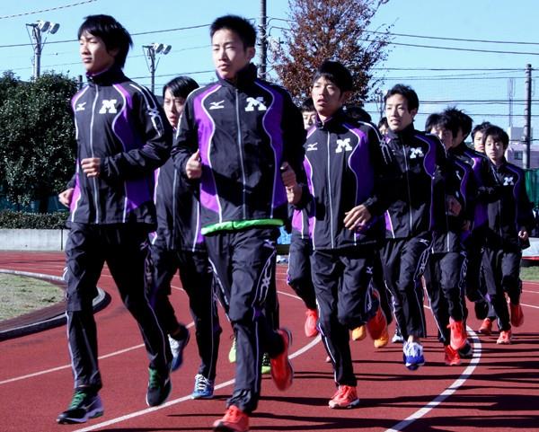 箱根駅伝での優勝を目指す明治大。主将の有村(左)、大六野(左から2番目)ら『最強世代』がチームをけん引する