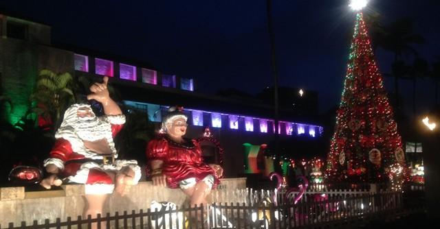 ダウンタウンには巨大なクリスマスイルミネーション