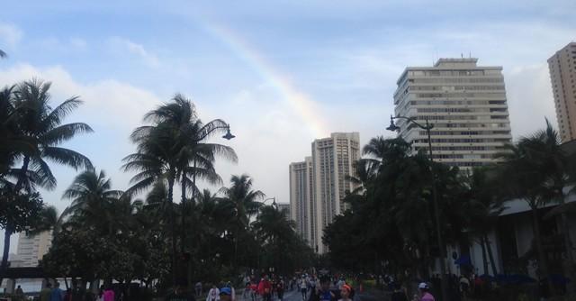 雨がやみ、空には大きな虹!