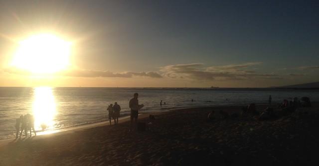 夕日を見ながらビーチを走るのは気持ち良さそうですけど……