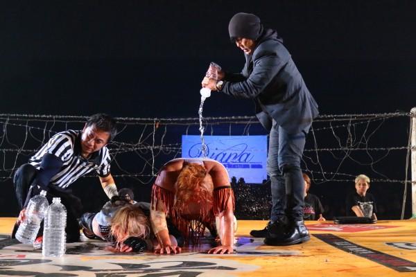 女子の電流爆破にGOサインを出した大仁田も試合後、2人を労った