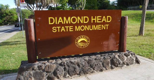バス停から徒歩10分ちょっと、ダイヤモンドヘッドの入り口に到着