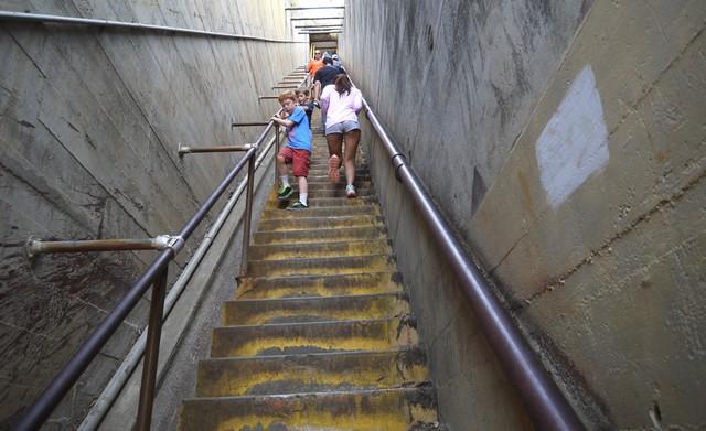 2つ目の階段はなんと99段! 心が折れそうになりました。コレ、マジ。