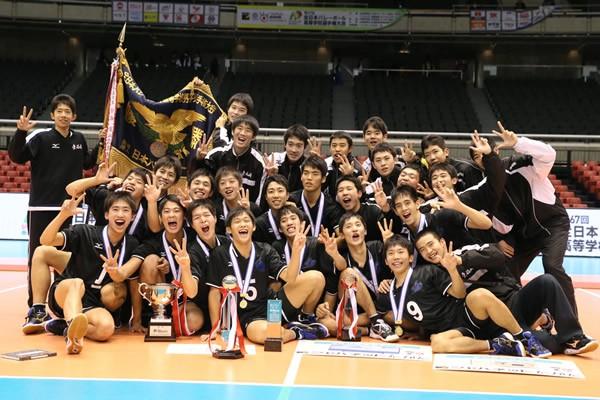 九州勢同士の決勝戦を制し、春高バレー初制覇を成し遂げた東福岡