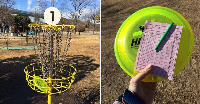 左:ディスクゴルフのゴールはこんな感じ/右:フライングディスク