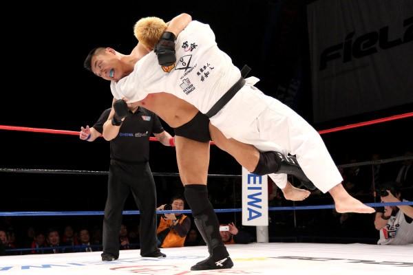 小川はメインイベントで打倒・小川直也を掲げるミノワマン&澤田のタッグを返り討ち